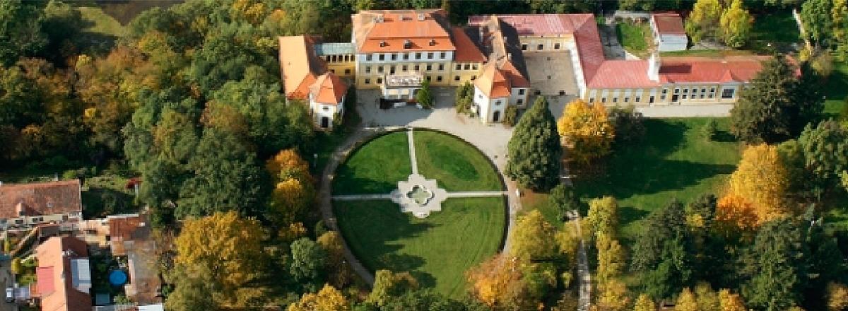 Obec Kravsko - zámek Kravsko letecký snímek