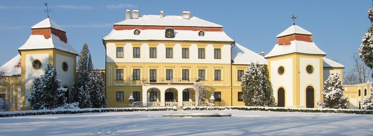 Obec Kravsko - zámek Kravsko v zimě